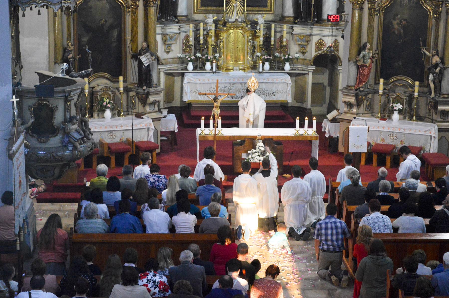 Procesia na slávnosť Kristovho Tela a Krvi